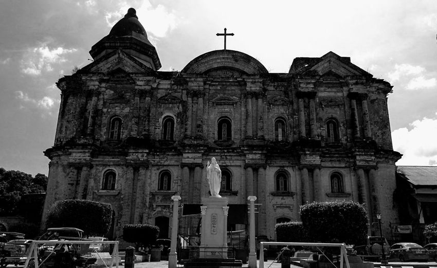 Monuments of History. Photowalking Philippines Photowalking Batangas Blackandwhite Black And White Blackandwhite Photography Eyeem Philippines EyeEm Batangas Mobilephotography Mobilephotographyph Taking Photos Malephotographerofthemonth Huaweimate9 HuaweiMate9Photography Façade Architecture Building Exterior Built Structure Cloud - Sky Historic Historic Building History
