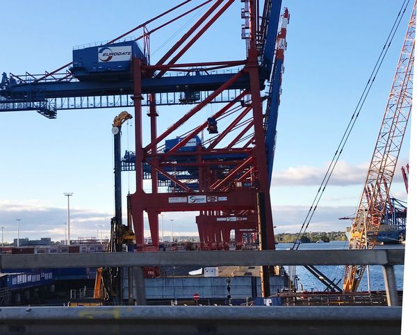 Containerhafen Hamburg Container Verladung Container Lastkräne Sky Architecture Built Structure Nature Crane - Construction Machinery Industry Machinery Low Angle View Metal Bridge Day No People Bridge - Man Made Structure Construction Industry Construction Site Outdoors Clear Sky