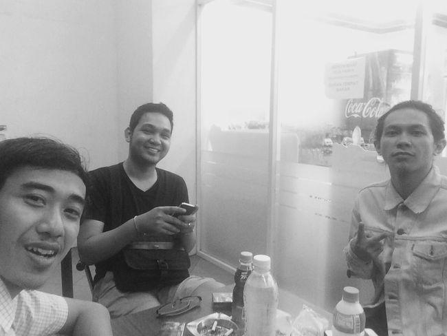 Nongkrong bersama teman-teman... Brothers Koncoplek Koncokentel Bestfriends Indomaret
