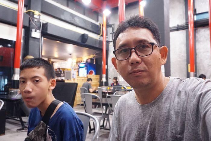 EyeEm Selects Portrait Men Eyeglasses  Headshot Young Men Glasses Indoors  People Looking