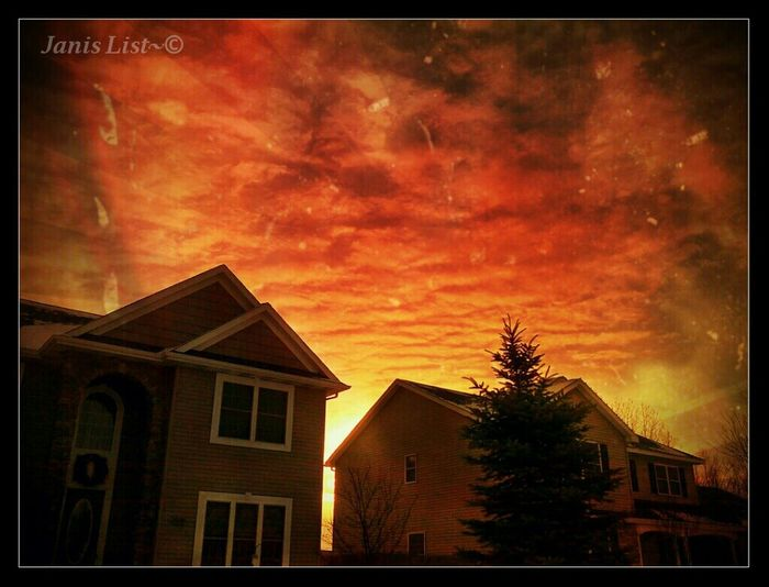 Sunset Nature Beautiful Home Clouds And Sky Skyporn #sunset #sun #clouds #skylovers #sky #nature #beautifulinnature #naturalbeauty #photography #landscape Sky_collection Sun_collection
