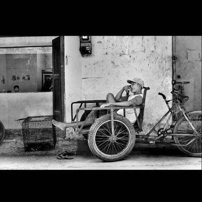 """Relax after worked"" @streetlife_award StreetLife_Award SreetLife_VM Viewerscorner Officialtrans7 Godiscover People Humaninterestphotography Portraiturephotography Wonderfullkepri Wonderfulindonesia Pewartafotoindonesia Indonesiajuara Bestpartofindonesia IndonesiaOnly Indonesia_photography Photooftheday Thephotosociety Streetphotography Streetphotographer Streetphoto_bw Blackandwhitephoto Bw_indonesia Artphoto_bw Insta_bnw Bnw_globe bw bnw_worlwide bestshooter_bw bw_photooftheday monochrome"