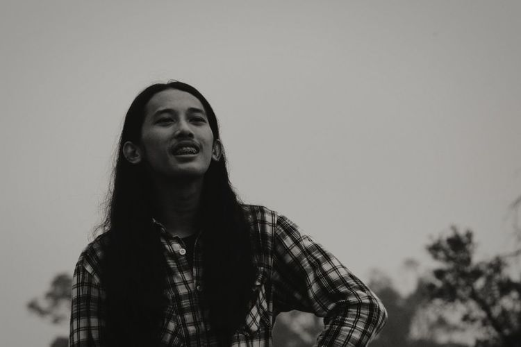 the man and beautyful long hair Longhair Bw Mountain Portrait Smiling Happiness Sky Thoughtful Sensuous Head And Shoulders Hiker Growing Posing Asian Ethnicity Pensive Wearing Caucasian Pretty Thinking Sky Only Friend Nose Ring Shore Sepia Toned
