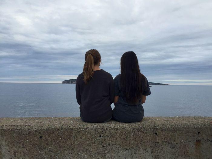 Cloudy Bestriend Gaspesie Ocean Island Sitting Girls Outside Gray Blue Water Openminded