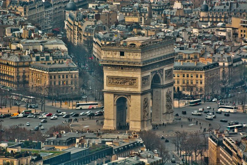 Arc de triomphe high angle view of buildings in city
