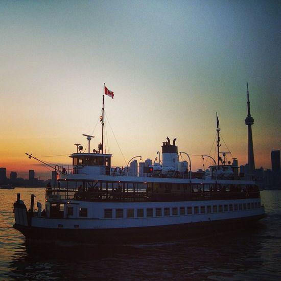 TO Ferryboat Torontoislands Torontoskyline Toronto Sunset Summer Streetsoftoronto Imagesoftoronto Ilovecanada Ilovetoronto Igtoronto Igerstoronto Toronto GTA Tdot  Lakeontario  The6 Viewfrommycity