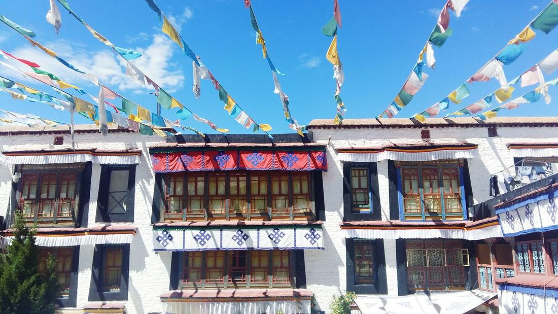 Tibet Lhasa 201708 Colorful Blue Sky Nature Couldy 旗幡 Buildings Tradition