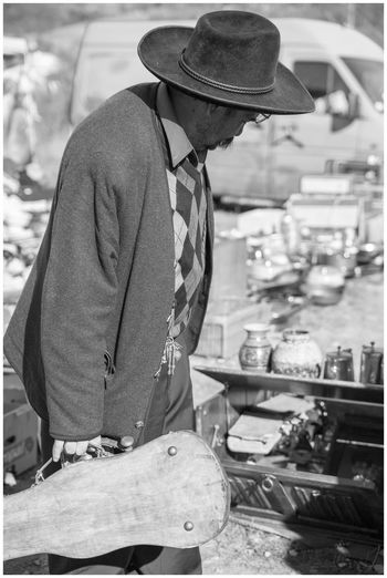 Adult Black And White Friday Blackandwhite Photography Casual Clothing Day Fiddle Case Focus On Foreground Hat Holding Lifestyles Market Monochrome Photography Negro Black Blanco White Occupation One Man Only One Person Open Market Open Market Place Real People Standing The Portraitist - 2018 EyeEm Awards