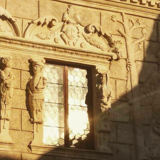 KAZIMIERZ DOLNY Kazimierz Dolny Nad Wisłą Sunset Window Old Buildings Sculpture Ancient Old Ruin Archaeology Art And Craft