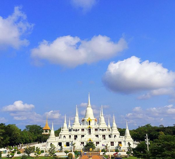 The Architect - 2016 EyeEm Awards Pagoda White Blue Sky White And Blue White And Blue Sky Temple Building Temple Architecture Tourist Attraction  Sunny Day White Pagoda Bang Pu Samut Prakan Asokaram Temple Amazing Architecture Relaxing Found On The Roll