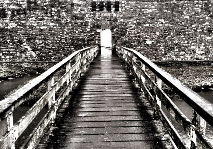 Leading Lines IPSLeadingLines At The Park Sunday Afternoon Nieuwenhofpoortje Citywall IPhoneography 14 century wall Maastricht