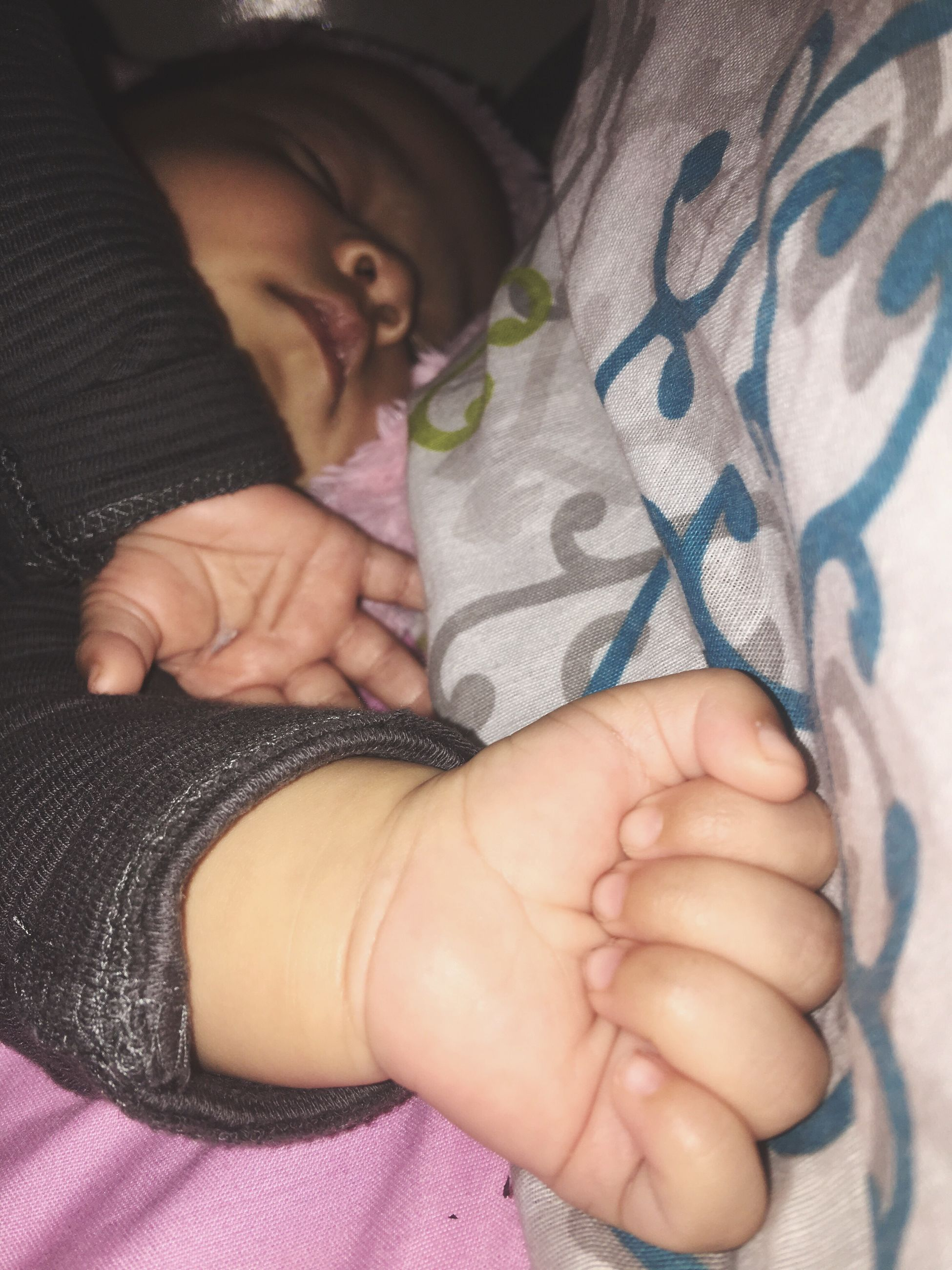 real people, one person, baby, childhood, indoors, babyhood, lifestyles, bed, leisure activity, newborn, human hand, close-up, fragility, day, young adult, people