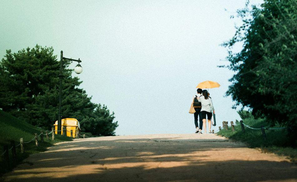 Walking Around Picnic Enjoying The Sun Lovers People Watching People Of EyeEm Happy Eye4photography  EyeEm Best Shots EyeEm Korea