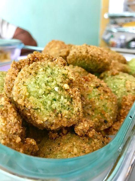 Felafel Vegetable Fillings Sandwich Feelings Saudifood Saudi Sandwich Friedfood Friedfoodhappiness Green Food Brown Food