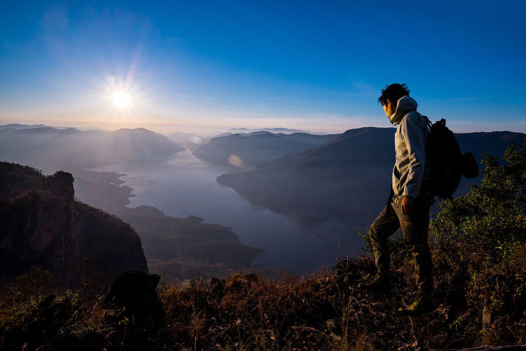 Man Traveler Standing on Cliff lock to Nature Advanture Beauty In Nature Criff Day Hiking Hiking Landscape Mountain Nature Outdoors People Sky Sunrise Travel