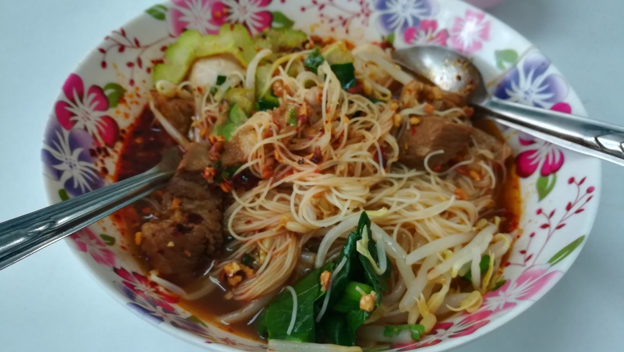 food and drink, food, noodles, freshness, plate, ready-to-eat, bowl, serving size, fork, spaghetti, healthy eating, indoors, close-up, high angle view, no people, table, chopsticks, day