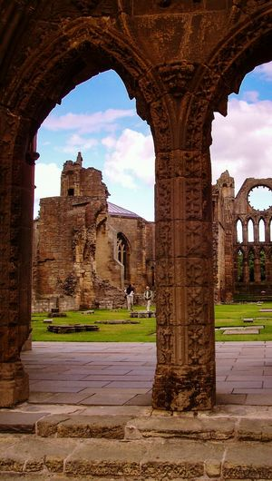 Ellis Scotland Escocia Cathedral Ruined Building Ruined Architecture Ruined Ruins Ruins Of A Temple Arch From My Point Of View Framed Learn & Shoot: Balancing Elements Ruins_photography Travel Travel Photography EyeEm Gallery Check This Out The City Light