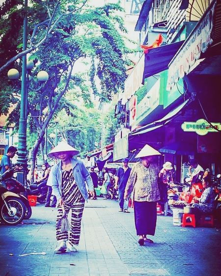 Vietnamese life Taking Photos Vietnamese Culture Different Worlds What A Place! Hanging Out Travel Check This Out
