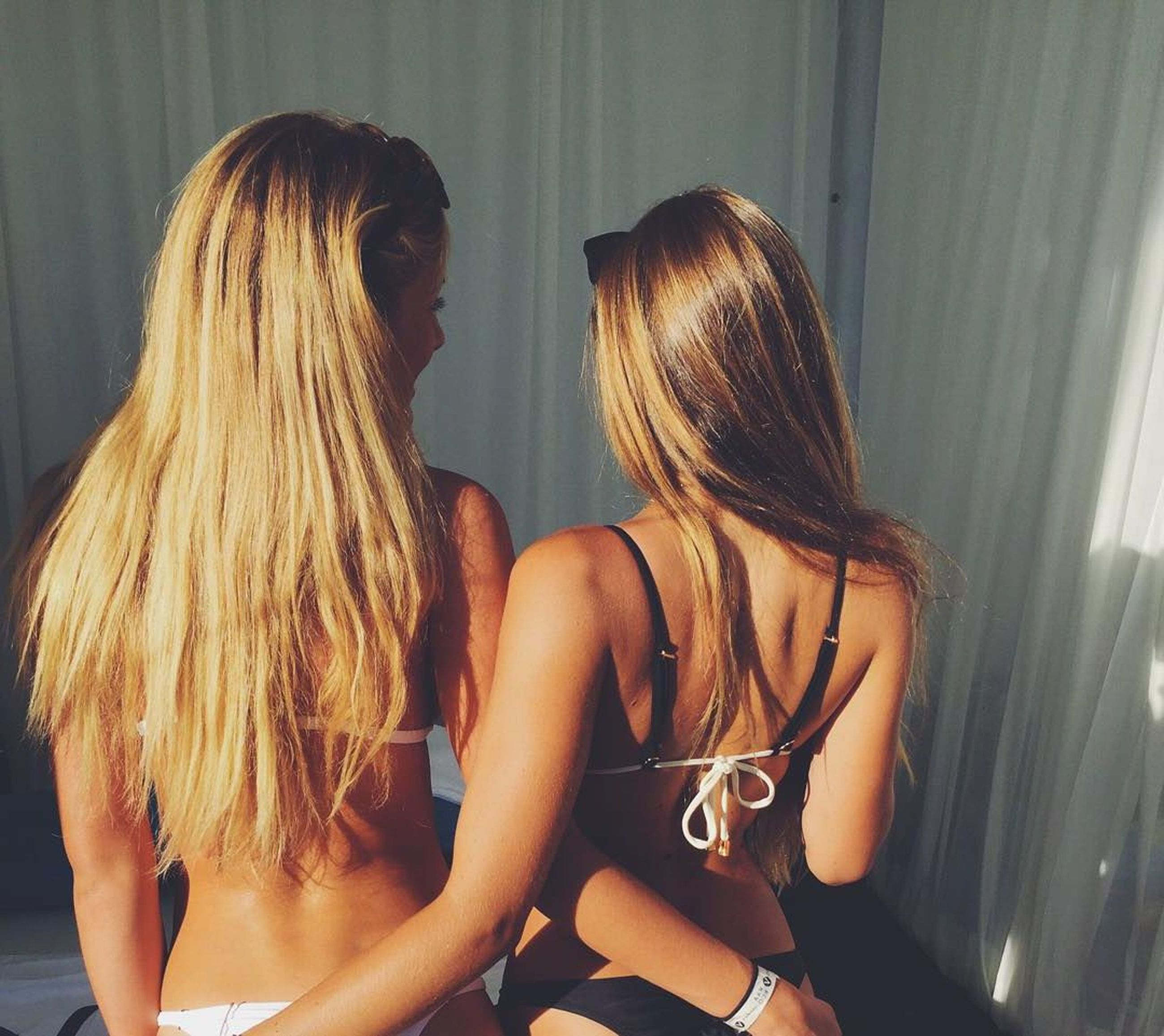 indoors, two people, young adult, friendship, togetherness, young women, blond hair, real people, day