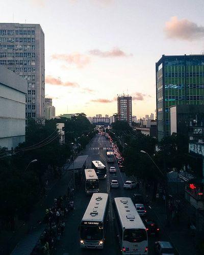 Um dia qualquer.☕📷😜 Boavista Recife Relaxtime Photographyislife Photographerlife Photographer Sunset Urbanphotography Urbanismo