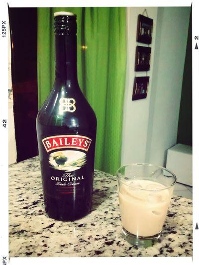 Hay algo mejor que un Baileys para un sábado a la noche? Riodejaneiro Relaxing Enjoying Life