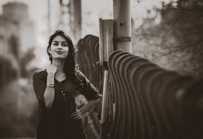 #Monochrom #ontheroad #PrettyWoman #smiling One Person Outdoors Real People Young Women