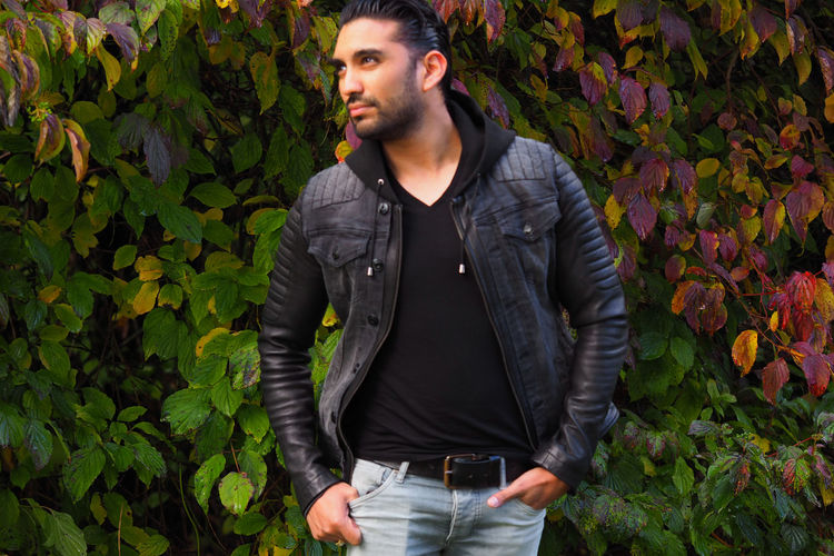 """""""I go to nature to be soothed and healed, and to have my senses put in order."""" -John Burroughs 🍁🍂 special thanks to Froccella for the jacket www.froccella.com 🙏 AdAdultuAutumnuAutumn ColorsuAutumn LeavesoBomdiaaCasual ClothingaDayaFashionaFashion PhotographyrFroccellarGreenrGreen ColoreLeathereMenaNatureaNatureaNature PhotographynOne Man OnlynOne PersonuOutdoorsePeopleoPortraitoPortrait PhotographyoPortraitstStanding"""
