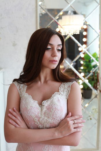 Elégance Bride Wedding Wedding Dress Reflection Pink Dress Pink White Background One Person Young Adult Front View Young Women Looking Hair Beauty Real People Long Hair Lifestyles Beautiful Woman Focus On Foreground Standing Waist Up Fashion Outdoors Contemplation