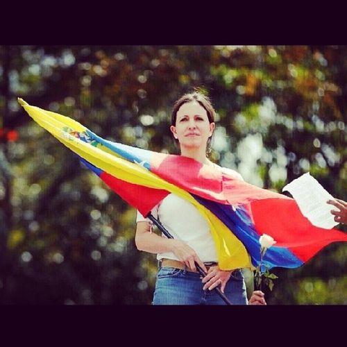UNA MUJER CON GUARAMO!! ELLA SI ES UNA REPRESENTANTE HONORABLE DE LA MUJERES VENEZOLANAS♥ 27F ProhibidoOlvidar Elquesecansapierde