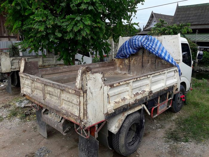 old six-wheel truck Six Wheeler Truck Old Truck Matchine Heavy Engineering Engine Power Transportation Relocated Move Transport Scrap Work Diesel Engine Dirty Truck Tree Parking Vehicle