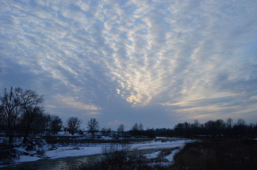 Закат зима небо облака тучи река деревья Природа