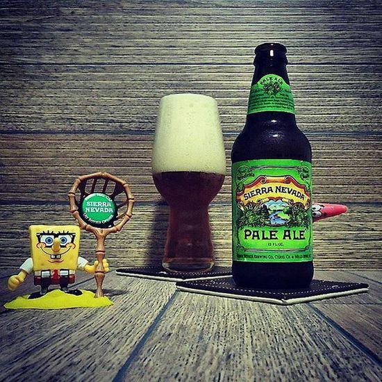 🍺 Sierra Nevada PALE ALE 🍺 Uma das cervejas mais importantes do estilo. Foi lançada em 1980 para se diferenciar das PALE ALE inglesas. Seu fundador Ken Grossman teve muita coragem e ousadia, pois não havia muitas cervejas assim na época. Verdadeiro ícone da revolução cervejeira americana! ASierraNevada Palealeé uma cerveja dourada com um bom amargor e fantásticos aromas cítricos e frutados provenientes dos lúpulos Cascade, amplamente utilizados na receita. País: Estados Unidos Graduação alcoólica: 5,6% Sierranevada Sierranevadapaleale Beerlife Cerveja Beergasm Ilovebeer Beersnob Cerveza Beer Bière Craftbrew Birra Muchabreja Mariacevada Instabeer Instacerveja Beerstagram Beerme CERVEJASESPECIAIS Confrarianacionalbeer Craftbeerlife Cervejaartesanal Beergeek Beertime Beertography beerpornbeernerdbeerofthedaycraftbeernotcrapbeerrevistabeerart