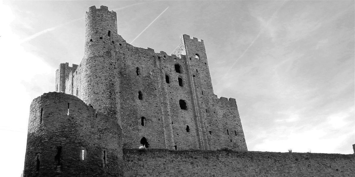 The OO Mission Rochester Castle Hanging Out Taking Photos Check This Out Hello World Relaxing Enjoying Life Modern Art Amazing Beautiful Magical Today's Hot Look