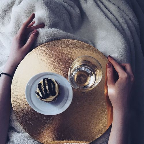 Water Morning Light Morning Tea Cup Cupcakes Meal Еда кекс правильноепитание Human Body Part One Person Real People Close-up Human Hand Indoors  Low Section People Adult Day Adults Only Eyeball