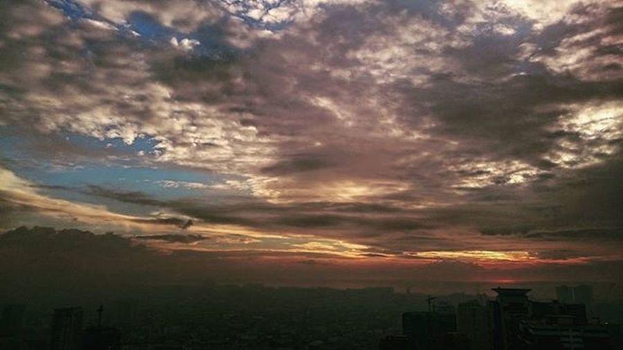 02/04/2016 Fog Foggy Foggysky Foggyskyline Foggyday Sunset Foggysunset