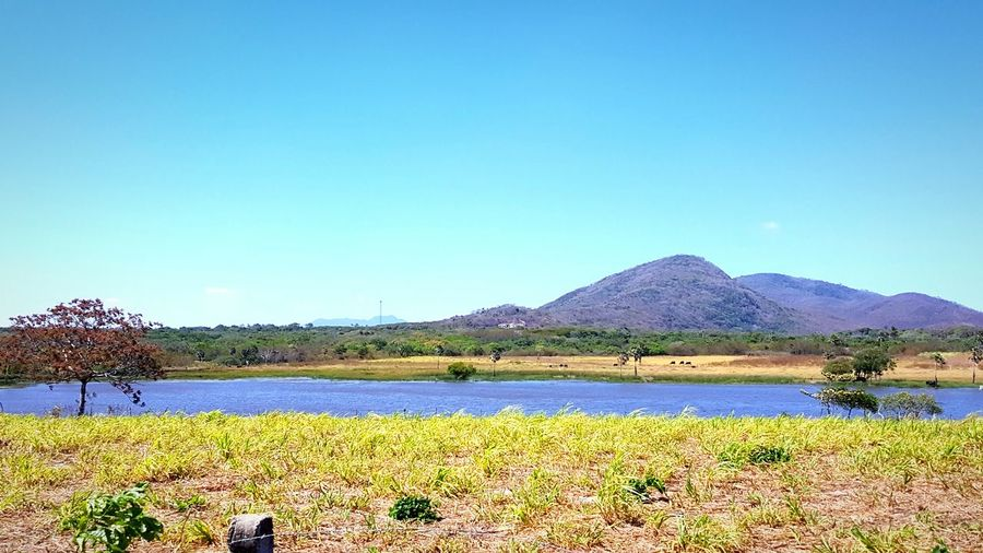 Banana Lake, by Neno Cumbuco Mountain Green Color Lake Clear Sky Grass Battle Of The Cities Beautiful Nature landscape Nature photography Landscape