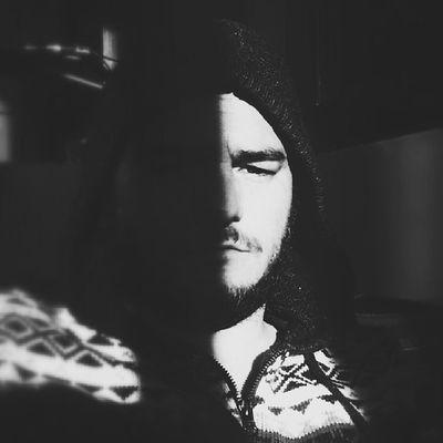 light is only for the dark side to be seen Selfie Acasa Finally Albnegru