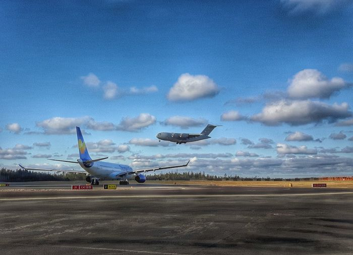 Airport Passing By Sky And Clouds Airportphotography Airplane Shot Sunlight Clouds And Sky Globemaster C17 Airforce Göteborg, Sweden Showcase: February Samsungphotography Aircraft Plane Meeting C17