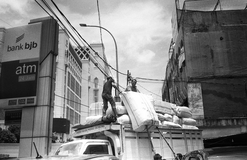 Outdoors City Daily Activities Daily Life Streetphotography Jakarta INDONESIA People 35mm Filmphotography The Street Photographer - 2017 EyeEm Awards