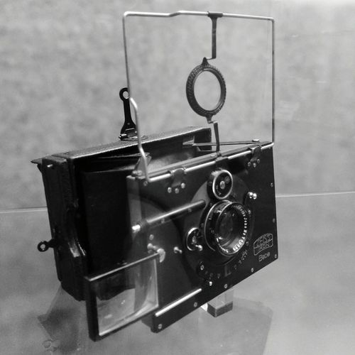 Old-fashioned Retro Styled No People Arts Culture And Entertainment Indoors  Technology Close-up Time Day Camera - Photographic Equipment Camera PhonePhotography Just Photography Zeiss Zeiss Ikon Zeiss Ikon Bebe The Week On EyeEm
