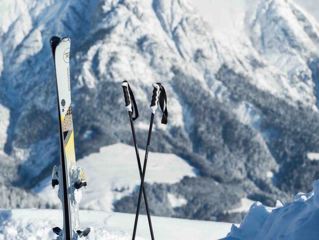 Wintersport Outdoorsport Sports Skis Snowy Mountains Winter Snowymountain Snow Mountain Cold Temperature Nature Winter Beauty In Nature Day Scenics Tranquility No People Focus On Foreground Outdoors