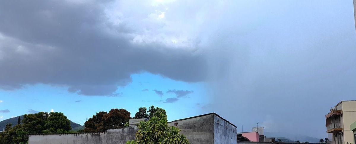 Falling Sky Cloud - Sky Storm Cloud Dramatic Sky Storm No People Nature Outdoors Thunderstorm Lightning Beauty In Nature Natural Phenomenon Chuva⛈🌦🌧🌩 Chuva😊 Chuva ♥ Chuva 😘 Chuvaaaaaaa OEstranhoMundoDePaulinhoAguiar Natureza Natureza 🐦🌳 NaturezaMaravilhosa Naturezaperfeita NaturezaBela Natureza Perfeita!