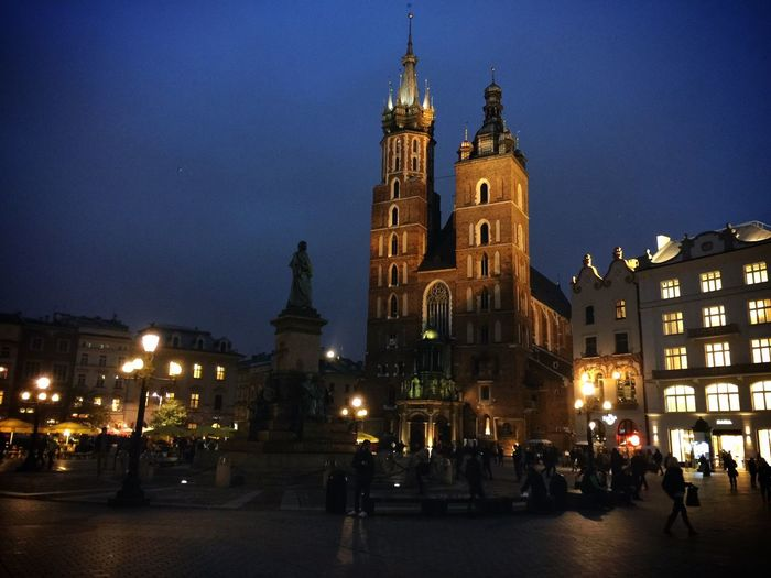 St. Mary's Basilica in Kraków at dusk Traveling Streetphotography Tc-ce2014