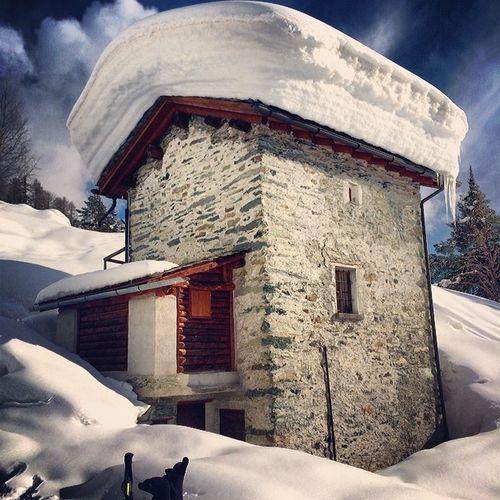 Una casetta a Barchetto #valmalenco #valtellina #lagopalu #palu #winter2014 #pocaneve #neve Neve Palu Winter2014 Valtellina Valmalenco Pocaneve Lagopalu