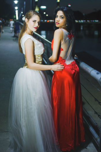 Puerto Madero © Edi Libedinsky | instagram: https://www.instagram.com/edilibedinsky/ Web: www.edilibedinsky.com Beautiful Woman Beauty Bride Dress Elégance Evening Gown Fashion Fashion Model Formalwear Full Length Glamour Night Outdoors People Portrait Young Adult Young Women