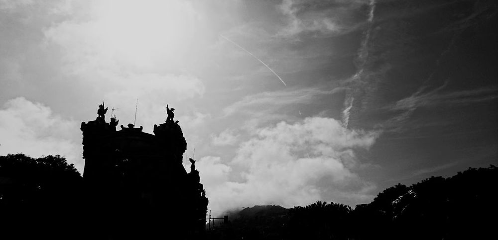 Catalunya Silhouette Black And White Nature Sky Cloud - Sky Barcelona, Spain Somosfelices EyeEm Best Shots - Black + White Blackandwhitephotography The Minimals (less Edit Juxt Photography) Blancoynegro Blackandwhite Photography Negro Architecture Built Structure Black And White Collection  Black And White Photography