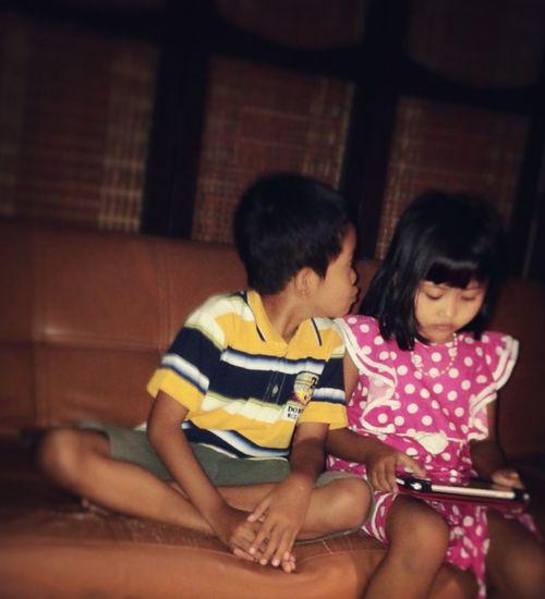 Mobile Conversations 20140423 Hahahahaha Scrambletablet Playingtablet Playinggame Twochildren Boy&girl Nasrul&nadra