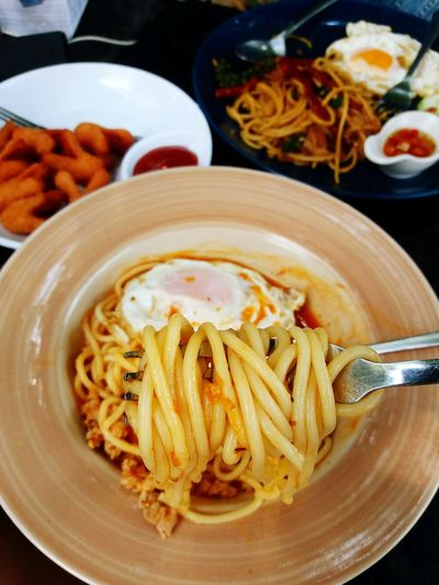 Eating tomato and porked spaghetti Plate Food And Drink Food Healthy Eating Ready-to-eat Spaghetti Italian Food Homemade Close-up Cooked Gourmet Meal Freshness Fried Egg Hotdogs Breakfast Lunch Time! Tasty Delicious Hungry Fork EyeEmNewHere