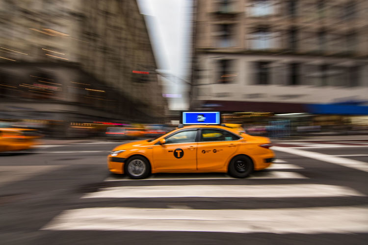 Hey, Taxi 🚖 🙋🏻‍♂️Stoppp! 🛑 Panning New York New York City Cab Taxi City Yellow Taxi Motion Speed Car Blurred Motion City Street Driving Traffic Public Transportation Moving Downtown District