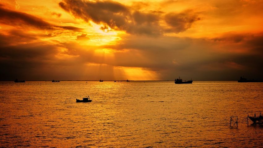 Sunset Sunset Sea Sky Water Silhouette Cloud - Sky Beauty In Nature Nautical Vessel Scenics Nature Transportation Orange Color Outdoors Tranquility Horizon Over Water Mode Of Transport Sun Waterfront Tranquil Scene Sunlight Boat Rays Of Light Ray
